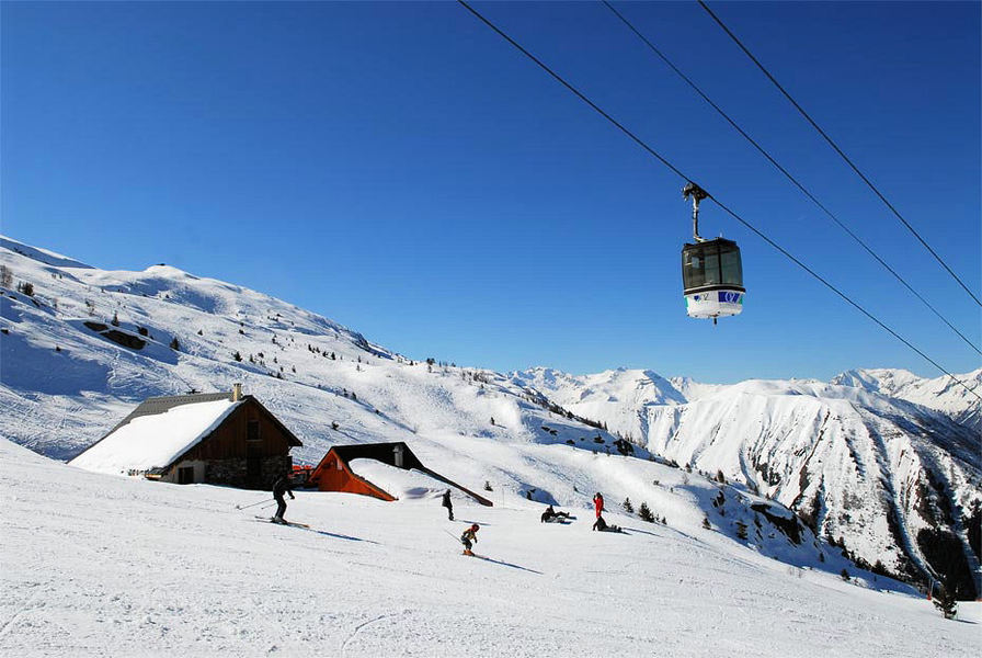 wintersportgebied-france-lift-piste
